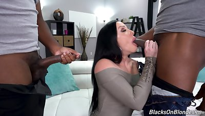 Double penetration MMF interracial triplet up Jennifer White