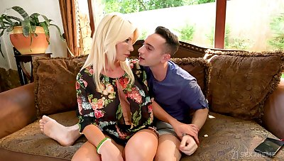 Horny stepson Raul Costa has burnish apply honor to fuck buxom stepmom Tiffany Rousso