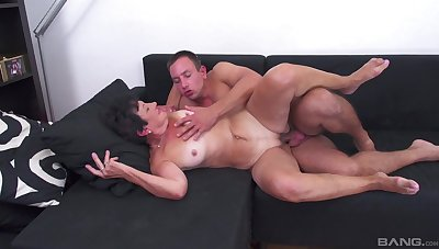 Mature enjoys young nephew making out her like in a catch movies