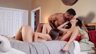 Black stud shows these women the right orgasms