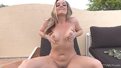 Bitch suits her sexual desires in backyard solo castle in the air