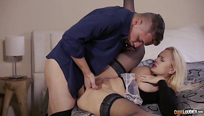 Passionate MILF screams with long inches ramming her so well